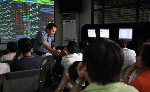 Thị trường chứng khoán: Dòng tiền cuồn cuộn đổ vào, nhà đầu tư mới cần chú ý điều gì?