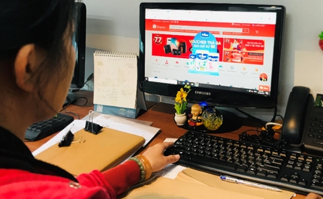 Người tiêu dùng Việt gia tăng mua sắm thực phẩm qua kênh online