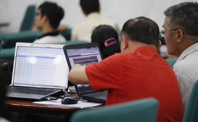 Thị trường chứng khoán: Thanh khoản sụt giảm, nhà đầu tư đang chờ đợi điều gì?