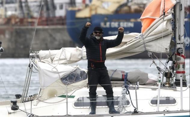 Người đàn ông một mình với hành trình 85 ngày vượt đại dương đoàn tụ gia đình