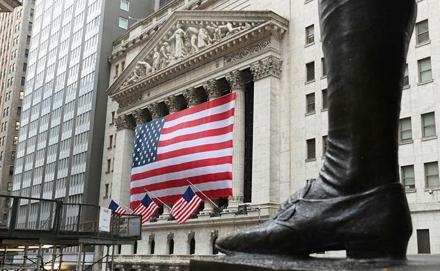 Vị trí thống trị tài chính thế giới của Mỹ đang bị đe dọa
