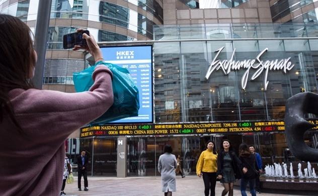 Mỹ gây khó dễ, các công ty Trung Quốc ồ ạt kéo về Hồng Kông