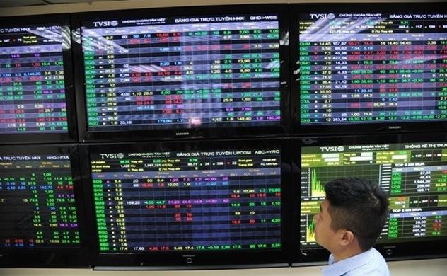 Thanh khoản tiếp tục giảm, rủi ro giảm điểm vẫn hiện hữu