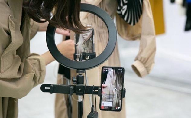 Thời trang tiến sâu vào thực tế ảo?