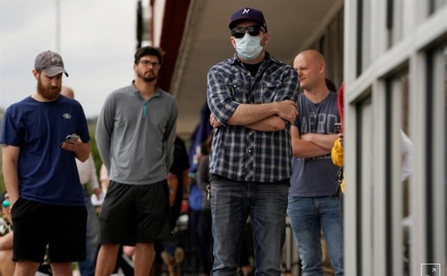 Làn sóng lây nhiễm mới COVID-19 đe dọa làm chệch hướng kinh tế Mỹ