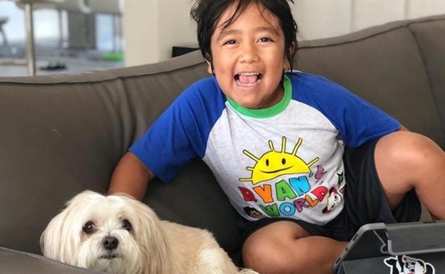 Cậu bé 8 tuổi có thu nhập cao nhất trên YouTube năm 2019
