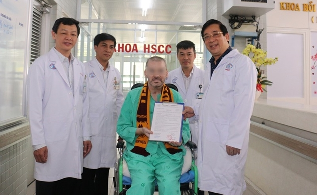 Virus-free UK pilot, symbol of Vietnam's pandemic success, to return home