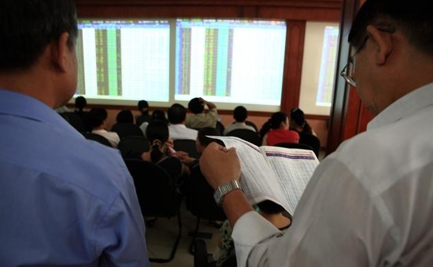 Thị trường chứng khoán tiếp tục xu hướng tích lũy, nhà đầu tư nên tạm đứng ngoài