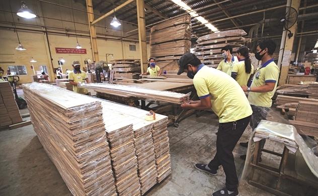 Gỗ xuất khẩu xoay xở tìm đơn hàng