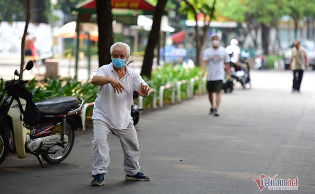 Ho Chi Minh City shuts bars, bans gatherings to battles new coronavirus outbreak