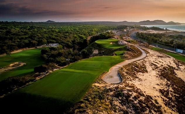 The Bluffs tài trợ chương trình Ultimate Golfing Escape cho Titleist