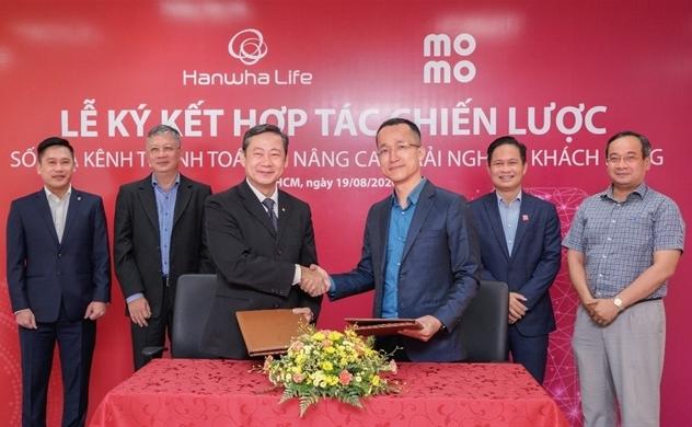 Hanwha Life Việt Nam ký kết hợp tác chiến lược với Ví điện tử MoMo và đơn vị trung gian thanh toán Payoo