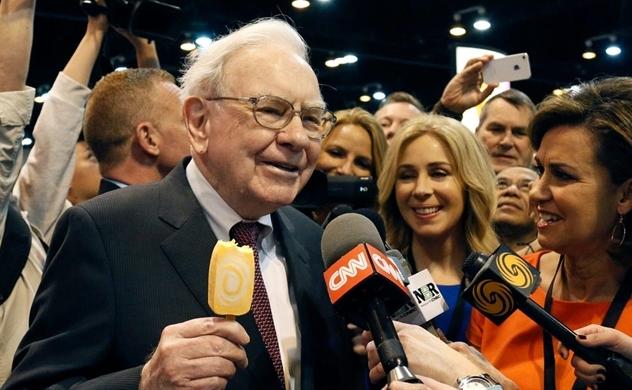 Tỉ phú Warren Buffett đánh dấu sinh nhật lần thứ 90 bằng một quyết định bất ngờ