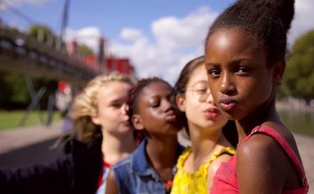 Netflix xin lỗi vì dùng hình ảnh nhạy cảm của trẻ em