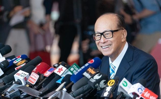 Người đàn ông giàu nhất Hồng Kông mở rộng hoạt động từ thiện bối cảnh suy thoái