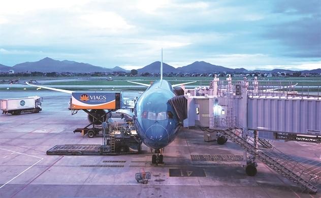 Bầu trời quốc tế mở lại, các hãng bay hối hả cất cánh