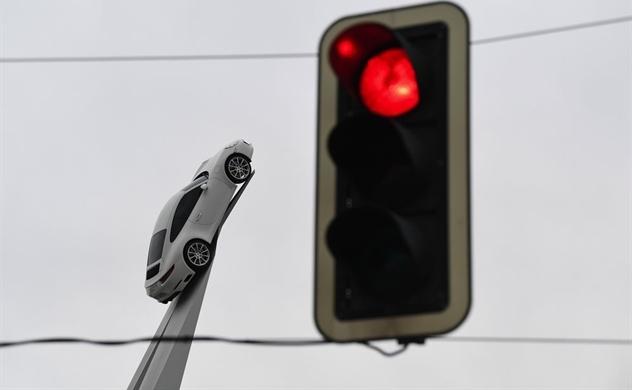 Ô tô Porsche, Ferrari phải đối mặt với thuế xăng 59.000 USD ở Pháp