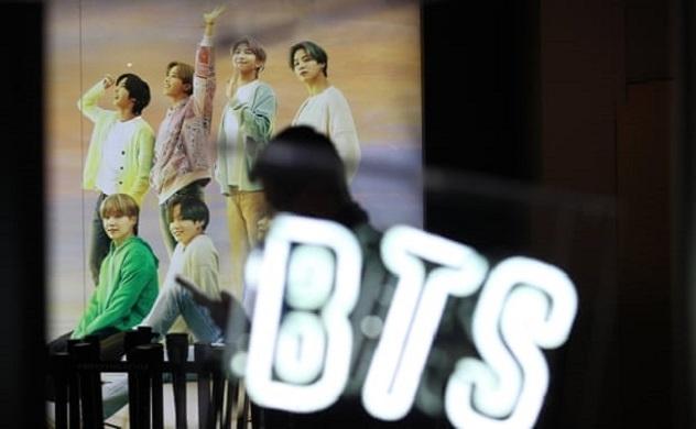 Nhóm nhạc nam Hàn Quốc BTS ra mắt ấn tượng trên thị trường IPO