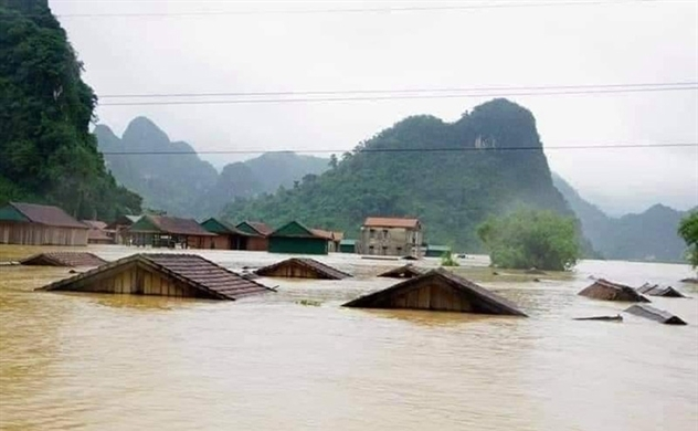 Floods claim more than 100 lives in central region