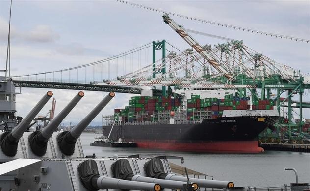 Nhập khẩu tăng mạnh, các cảng lớn trên thế giới đang quá tải
