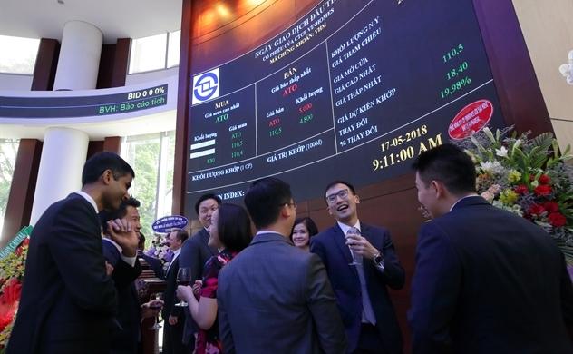 Thị trường chứng khoán tiếp tục lập kỷ lục thanh khoản