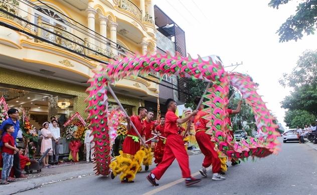 Nghệ sĩ Việt đang kinh doanh những gì?