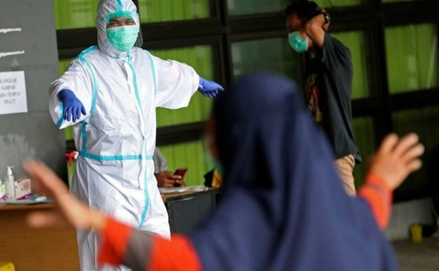 Indonesia dựa vào việc triển khai vaccine khi mất quyền kiểm soát đối với đại dịch