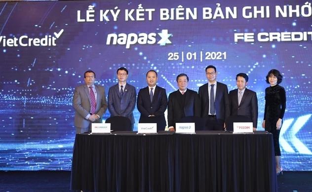 VietCredit cùng NAPAS ký kết biên bản ghi nhớ hợp tác phát hành thẻ chip tín dụng nội địa