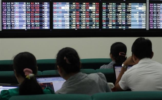 Thị trường chứng khoán Việt Nam: Nhà đầu tư vẫn nên đứng ngoài quan sát