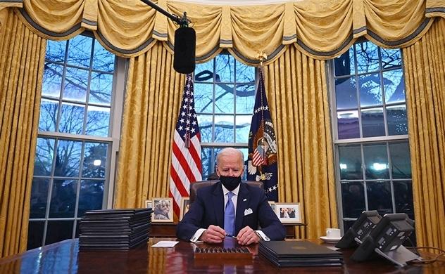 Tổng thống Joe Biden chấm dứt phần lớn di sản của ông Donald Trump