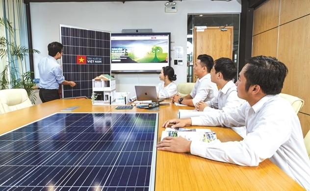 SolarBK: Đầu tư giáo dục, khơi nguồn năng lượng sạch