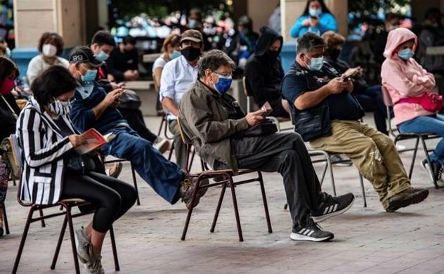 Chile đứng đầu trong cuộc đua tiêm chủng COVID-19 ở Nam Mỹ