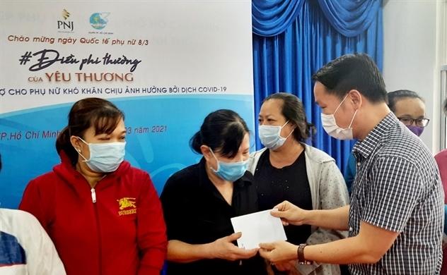 PNJ trao 1 tỉ đồng hỗ trợ phụ nữ khó khăn do tác động đại dịch