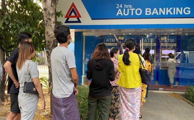 Giao dịch thương mại và thanh toán tiền lương đang bị tê liệt ở Myanmar