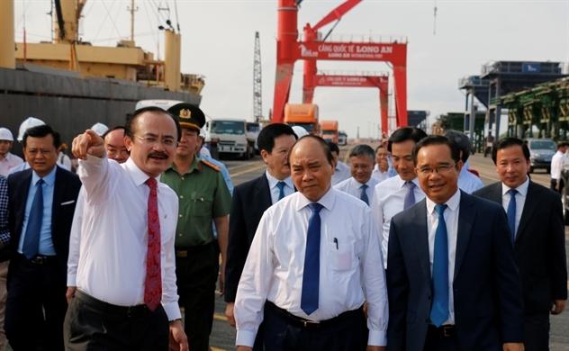 Thủ tướng Nguyễn Xuân Phúc thăm cảng quốc tế Long An và khảo sát vị trí xây dựng nhà máy điện Long An I&II