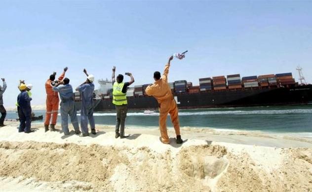 Kênh đào Suez bị phong tỏa sau khi tàu container khổng lồ mắc cạn