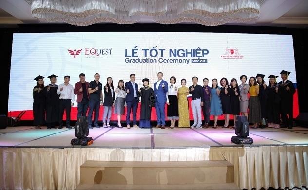 """16 tập đoàn, tổng công ty trực tiếp """"săn"""" nhân sự ngay tại Lễ Tốt nghiệp của Trường Cao đẳng Việt Mỹ"""