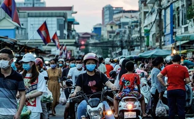 Số ca nhiễm COVID-19 tăng mạnh đe dọa hệ thống y tế Campuchia