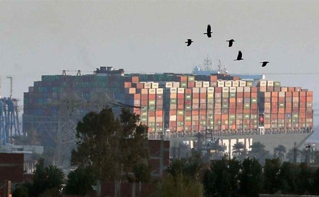 """Tàu Ever Given bị """"giam giữ"""" ở kênh đào Suez để khắc phục các thiệt hại bảo hiểm"""