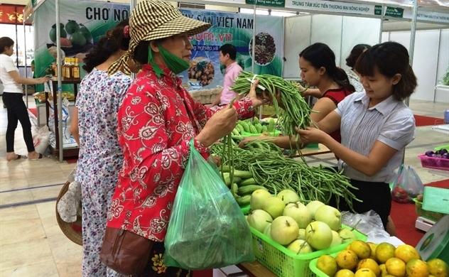 Người tiêu dùng Việt kiên cường trước khó khăn từ dịch COVID-19