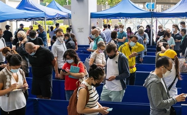 Lý do người Hồng Kông từ chối tiêm vaccine COVID-19 miễn phí