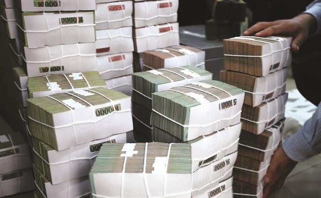Trên đỉnh lợi nhuận, ngân hàng vẫn lo rủi ro