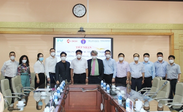 Bệnh viện FV tặng trang thiết bị và máy móc trị giá 1 tỉ đồng cho Bộ Y tế