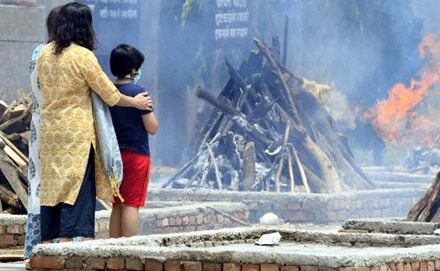 COVID-19 càn quét, nhiều trẻ em ở Ấn Độ bỗng dưng mồ côi