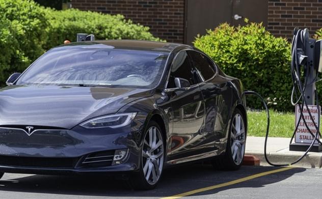Mỹ chi đậm để thúc đẩy người dân mua ô tô điện