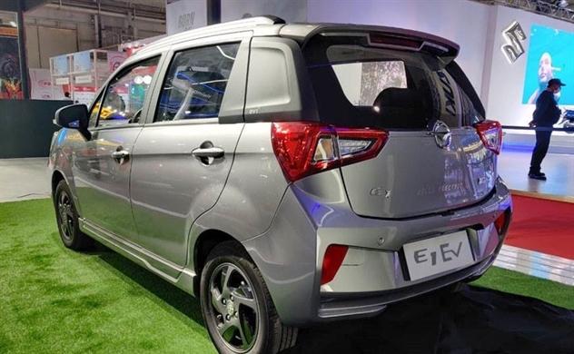 Giá xe ô tô điện ngày càng rẻ
