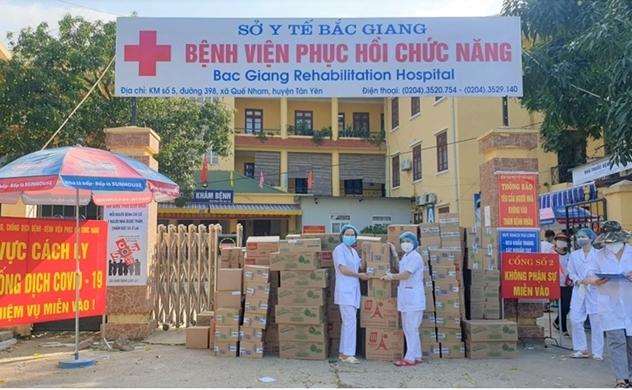 Mondelez Kinh Đô hỗ trợ hơn 5 tỉ đồng hàng thực phẩm cho lực lượng tuyến đầu và người dân vùng dịch COVID - 19