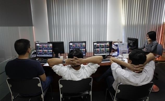Thị trường chứng khoán tiếp tục tăng trong nghi ngờ