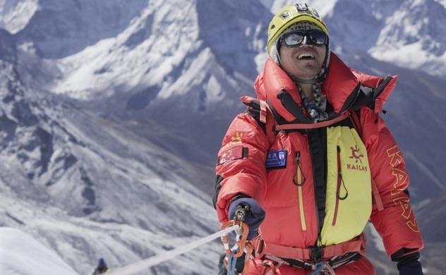 """Vận động viên leo núi khiếm thị châu Á đầu tiên chinh phục """"nóc nhà thế giới"""""""