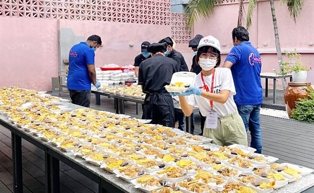 Chương trình Việt Nam ơi, cố lên! cung cấp suất ăn tặng cộng đồng